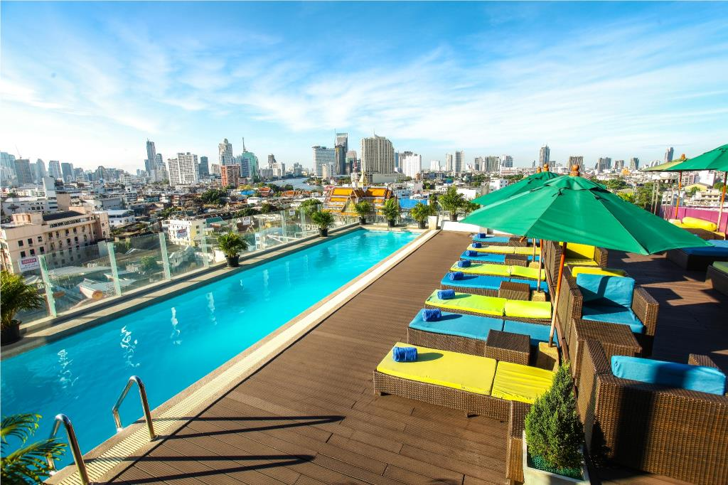 where to stay in silom bangkok
